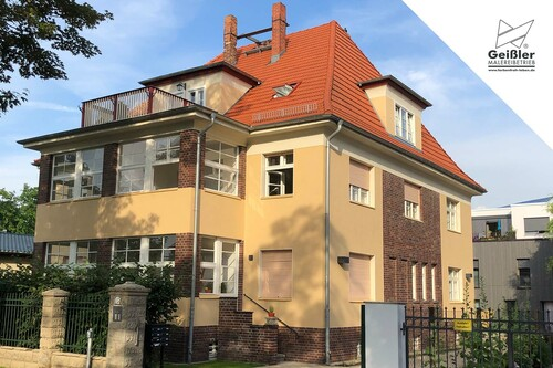 Fassadengestaltung: Farbtiefe und Lebendigkeit...
